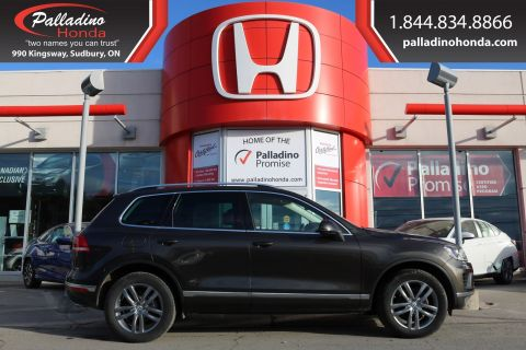 Pre-Owned 2015 Volkswagen Touareg -ALL WHEEL DRIVE,NAVIGATION,PANORAMIC ROOF